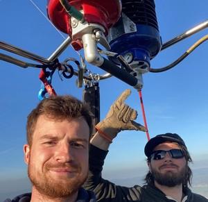 Elève apprend à piloter une montgolfière